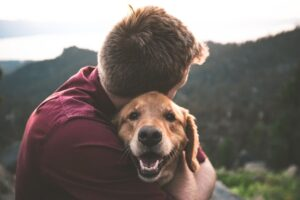 pas-moj-ljubimac-zagrljaj